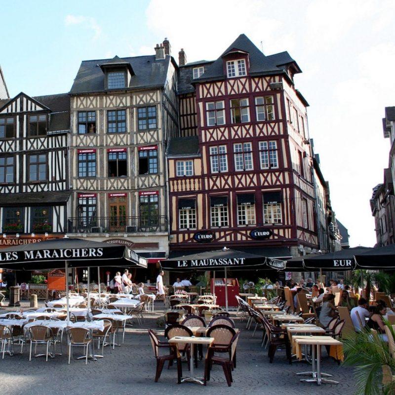 place du vieux marché Rouen terrasses des bars et restaurants