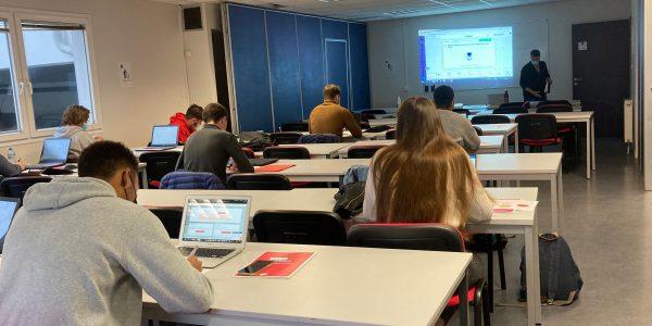 atelier de l'Apec à l'IES Normandie école de commerce recherche alternance